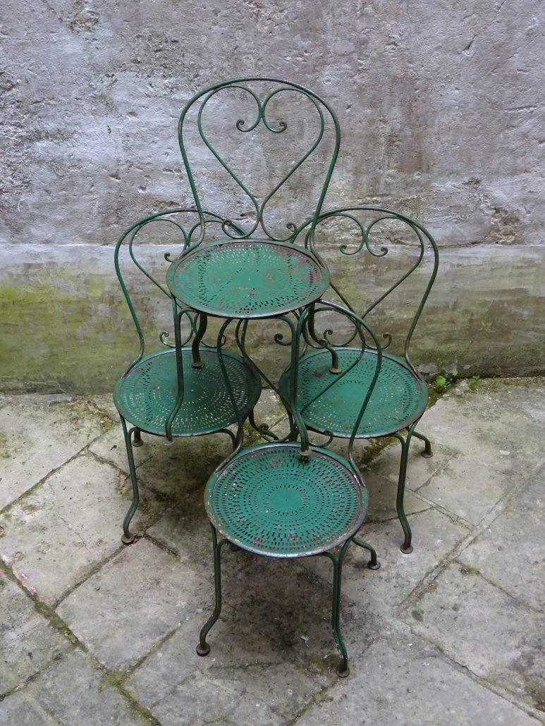 4 chaises de jardin en fer forg antiquit s histoire sans fin. Black Bedroom Furniture Sets. Home Design Ideas